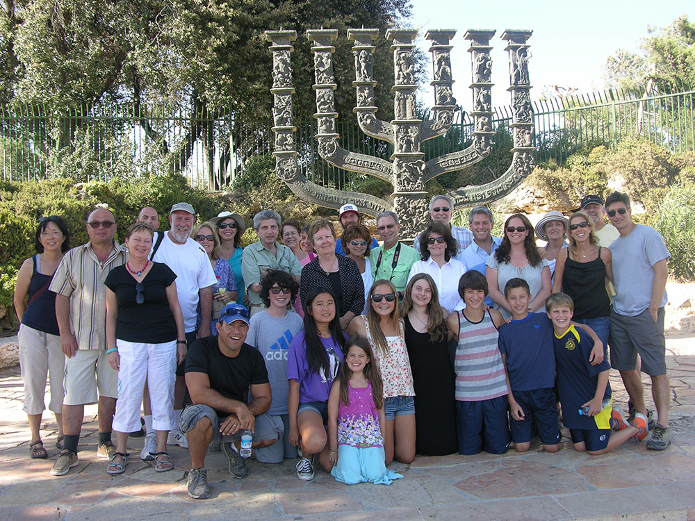 A group tour taking a picture at Knesset