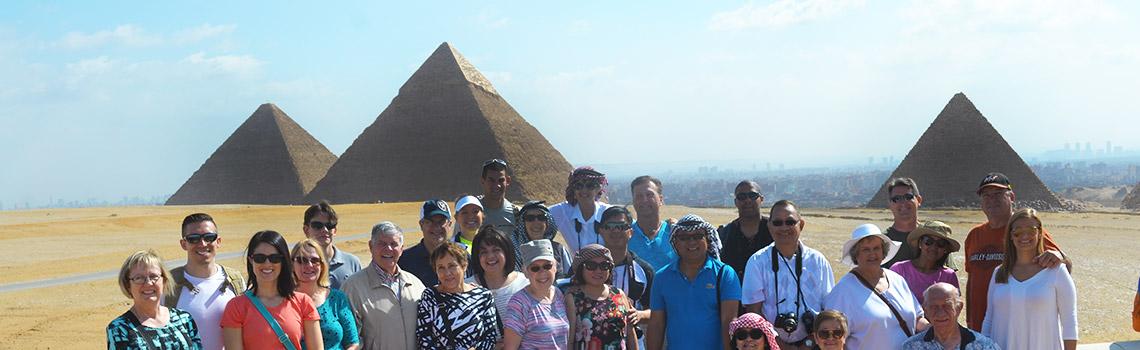 Frente a las piramides en Egipto