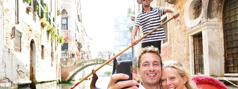 Montar una góndola en Venecia